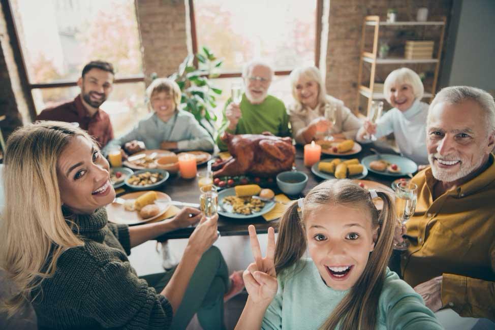 family dinner for thanksgiving
